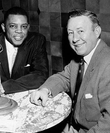 Chub Feeney enjoys a dinner with Willie Mays