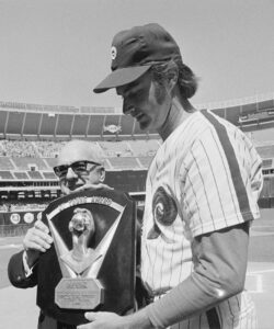 Warren Giles gives the Cy Young to Steve Carlton